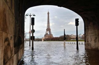 Cена вышла из берегов: Париж затопило