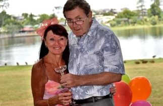 После 34 лет брака он забыл о свадьбе, и сделал жене предложение во второй раз