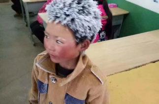 «Обледеневший мальчик» прошел почти 5 км в мороз, чтобы сдать экзамен. Условия его жизни шокируют