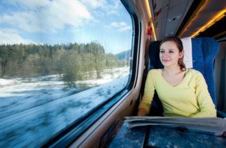 Девушка задремала в поезде, а когда проснулась, стала богаче на 100 фунтов