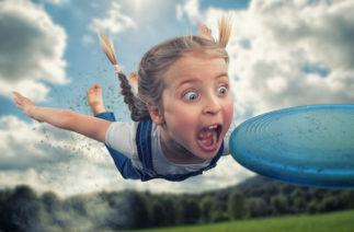 Реально интересное детство: фотограф из Швейцарии создает забавные фото со своими детьми