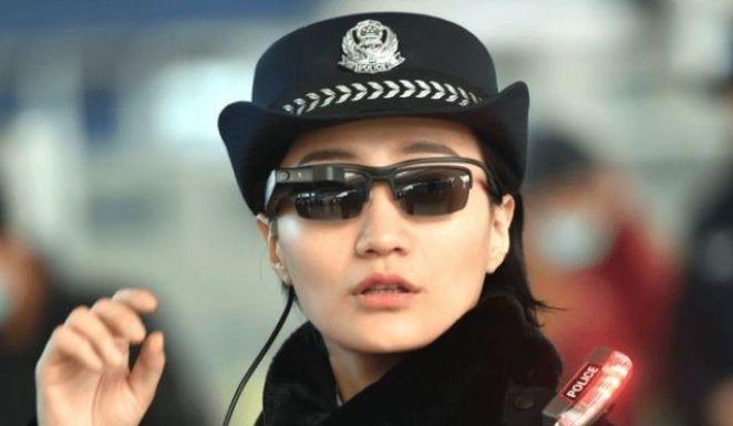 Китайский киберпанк: полицейские ловят преступников при помощи очков