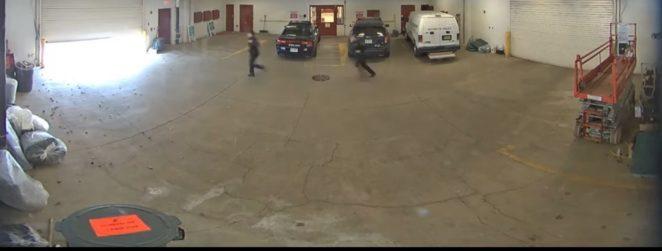 «В стиле Индианы Джонса»: побег заключённого от полиции и закрывающаяся дверь