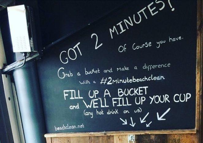 Бесплатная выпивка за ведро мусора: необычное предложение для гостей бара в Британии