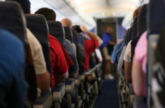 Куда садиться в самолете, чтобы не заразиться гриппом: научное исследование для всех, кто боится вирусов