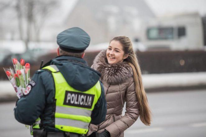 «Женщина, вы задержаны!»: как в Литве поздравляли с 8 марта