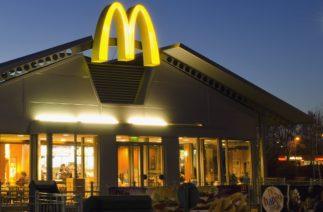 Преступники пытались ограбить «Макдоналдс» на экскаваторе, но всё пошло не так