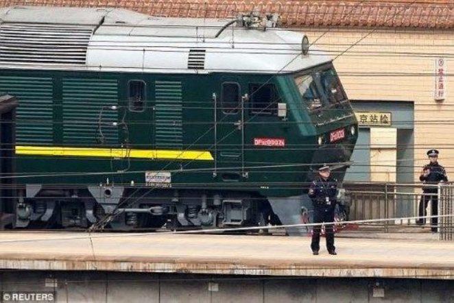 Розовые сиденья, «Хеннесси» и омары. Как выглядит секретный поезд Ким Чен Ына