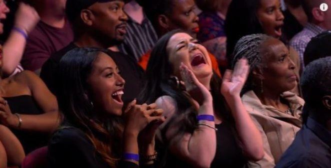 Акробат Трой Джеймс сгибается и бегает как одержимый: у зрителей ломаются глаза