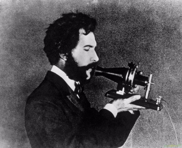 Александр Белл, изобретатель телефона.